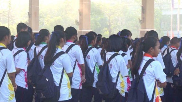 Nem elég hangosan énekelték a himnuszt, megbüntették a diákokat
