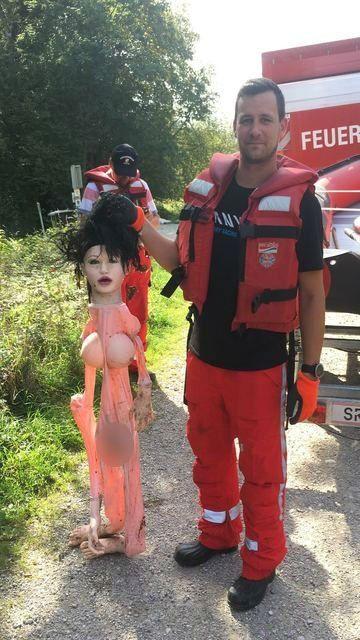 Döbbenet, mit kellett kimentenie az osztrák tűzoltóknak a mélyből