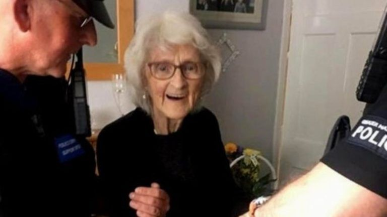 Példaértékű életet élt 93 évig, majd azt kérte, tartóztassák le