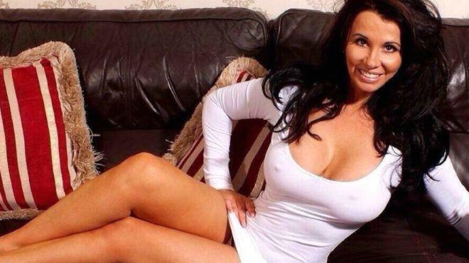 Jó ügyért csinál magáról szexi fotókat egy brit nő