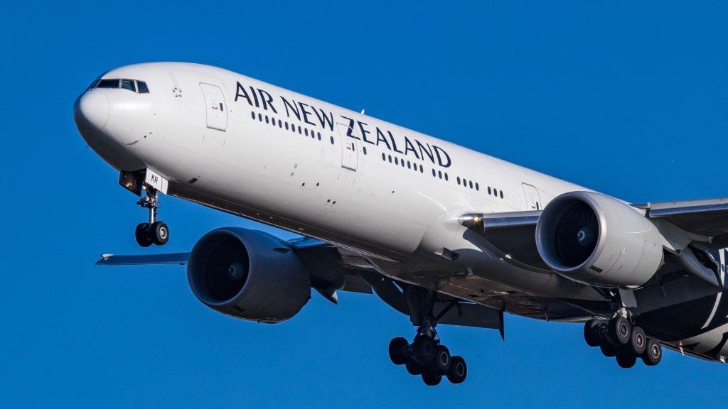 Lezavarták a repülőről az utast, mert nem hallgatta végig a biztonsági előírásokat