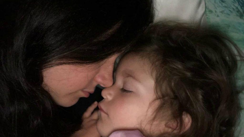 Csodálatos leckét adott megbocsátásból az anyjának egy 3 éves kislány