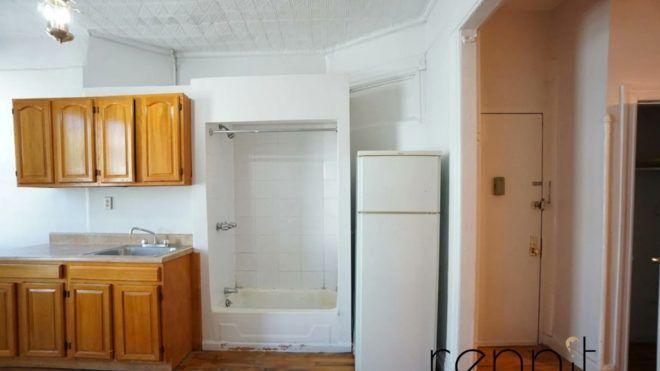 Zuhanyozz le a konyhában! – Őrült lakáshirdetés került fel a netre