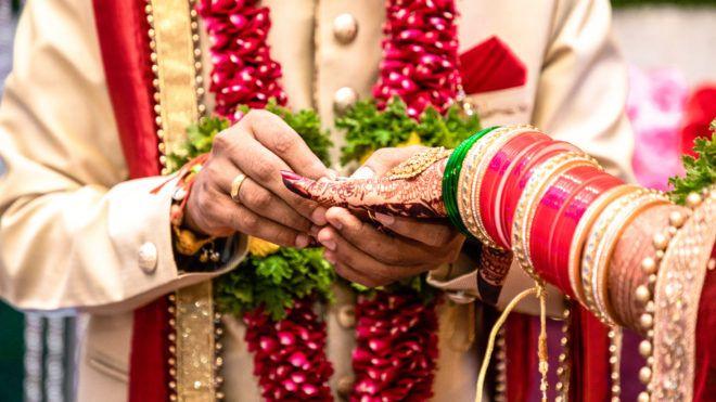 Elmenekült a vőlegény az esküvőről, ezért az egyik vendéghez ment hozzá a menyasszony