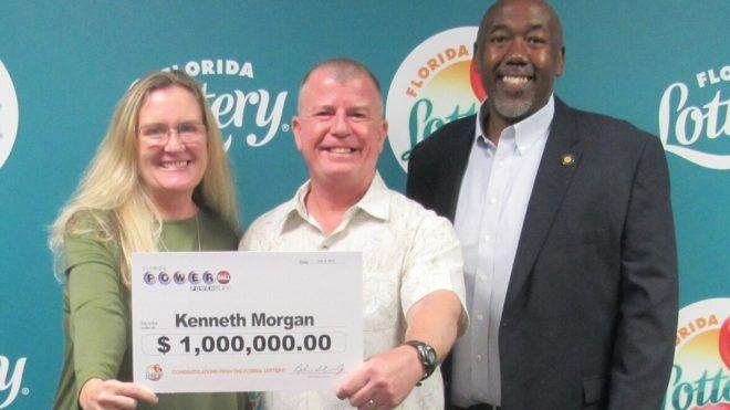 Egymillió dolláros nyertes szelvényre bukkant takarítás közben egy férfi