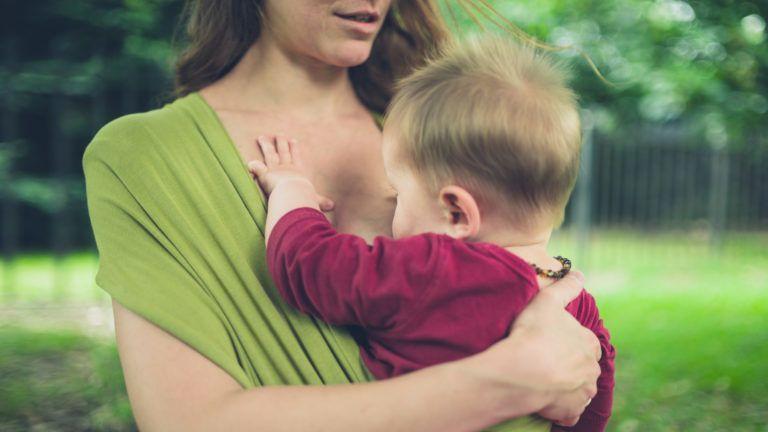 Rendőrt hívtak a szoptatós anyára