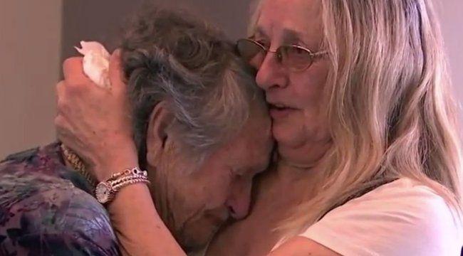 Végre átölelhette egymás anya és lánya